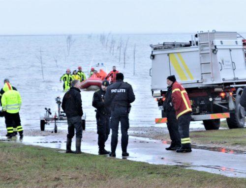 To turister reddet fra oversvømmet bil på Låningsvejen
